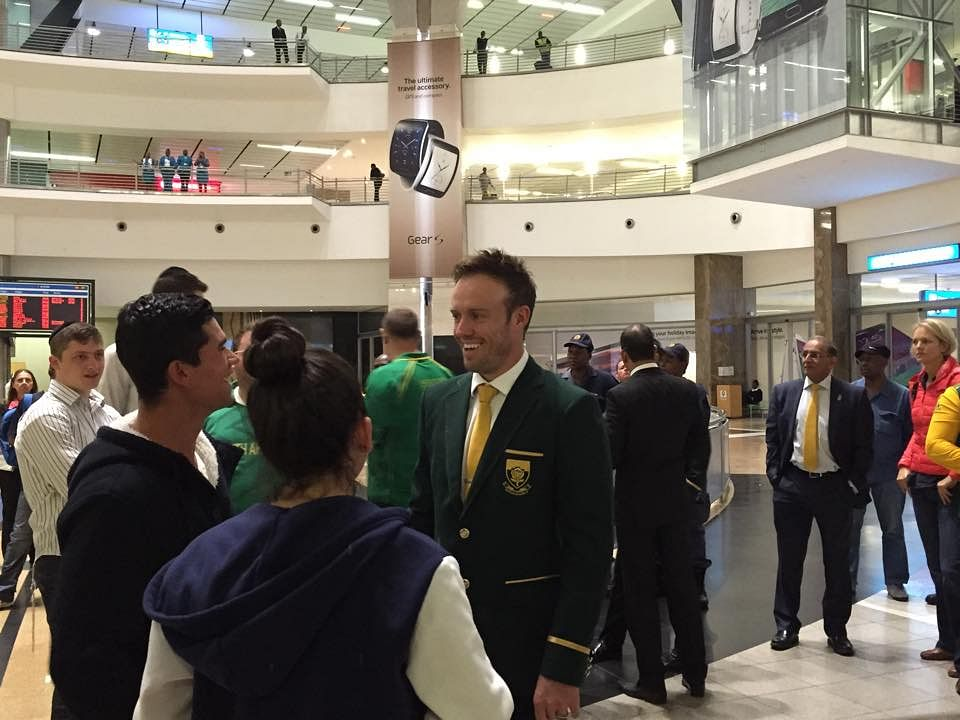 South Africa return home to heroes' welcome