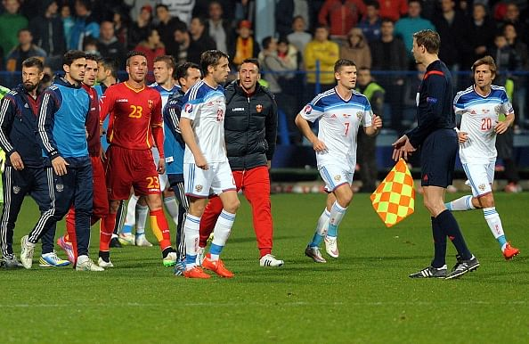Euro 2016 qualifier between Russia and Montenegro abandoned due to crowd trouble