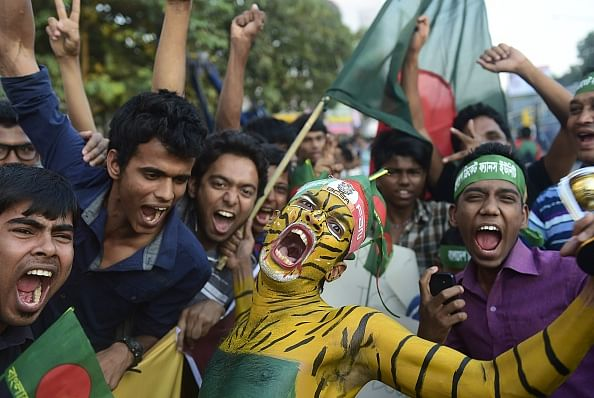 Bangladesh cricket team warmly received by adoring fans