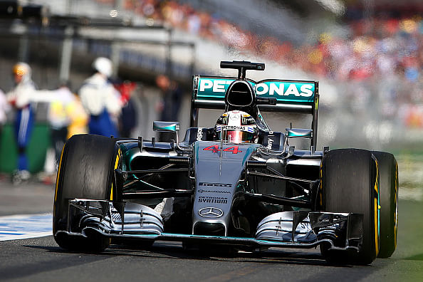 Lewis Hamilton wins the 2015 Australian Grand Prix