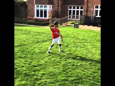 Video: Robin van Persie's son scores a stunning scorpion kick goal