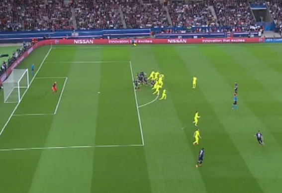 Video: Barcelona's perfect offside trap against Paris ...