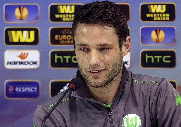 Christian Trasch signs a contract extension with Wolfsburg