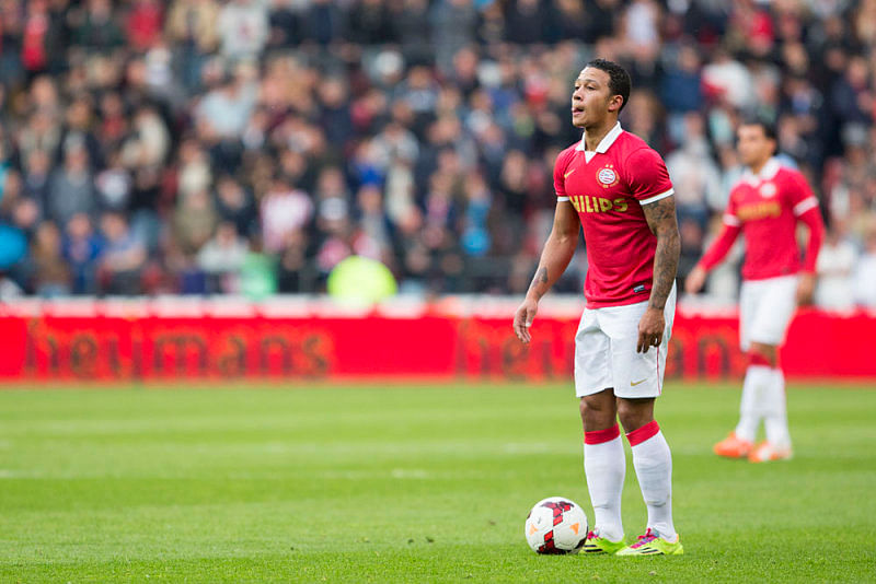 Memphis Depay - PSV Eindhoven - 10 best free-kick takers in the world right now
