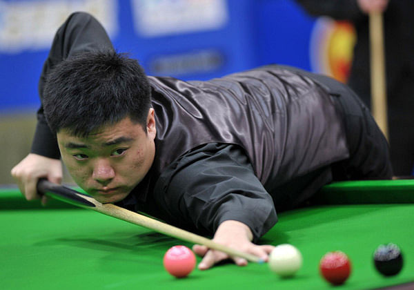 Ding Junhui trails Higgins at Snooker World Championship
