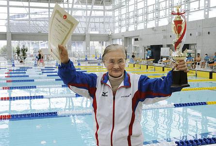 100-year-old Mieko Nagaoka swims 1,500 meters in masters meet