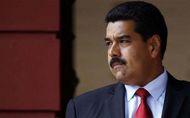 Venezuelan president turns boxer in mock street fight