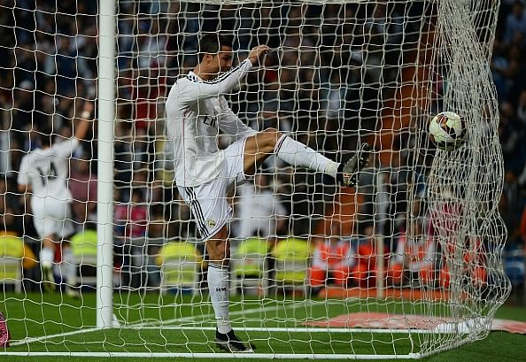 Fake FB Wall: Cristiano Ronaldo fails in attempt to explain why he didn't celebrate Arbeloa's goal