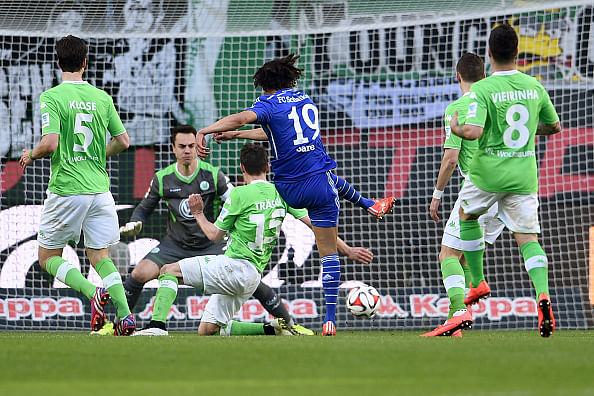 Video: Need for speed! Schalke\'s Leroy Sane with an incredible run and finish