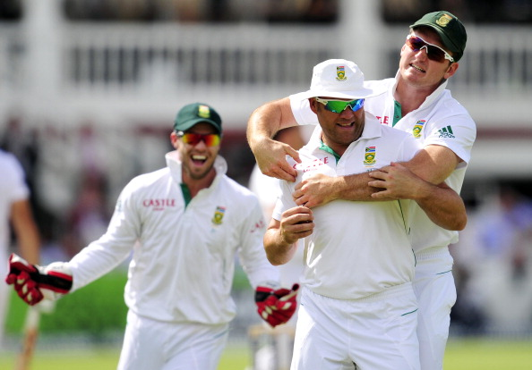 Jacques Kallis leaps to Graeme Smith's defence after divorce allegations