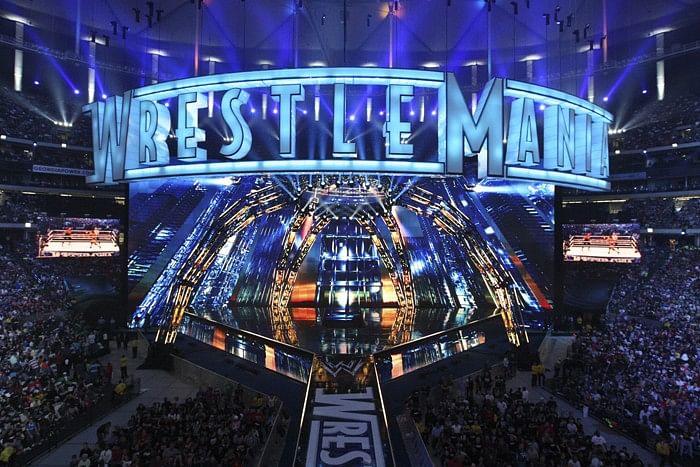 WrestleMania site demolished, WWE Rockford, Comedian on Ronda Rousey