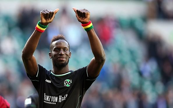 Video: Hannover's Salif Sané scores from a perfect bicycle kick against Wolfsburg