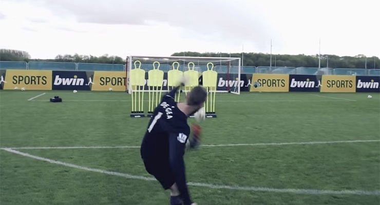 Video: Bend it like De Gea! Manchester United goalkeeper scores perfect free-kick