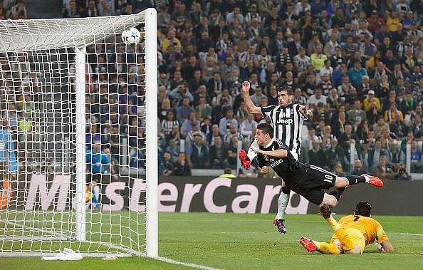 Video: James Rodriguez's header hit the crossbar because Stefano Sturaro blocked the shot