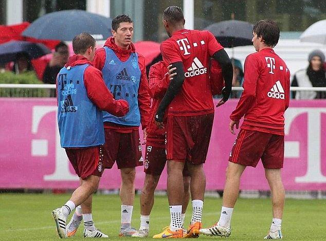 Video: Robert Lewandowski and Jerome Boateng clash during Bayern Munich training session