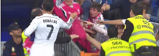 Video: Cristiano Ronaldo gives away Real Madrid shirts to fans
