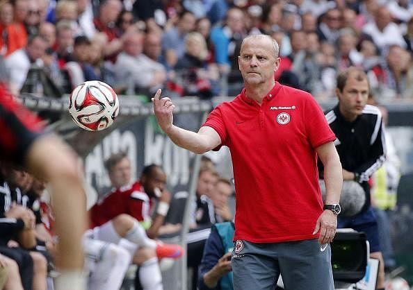 Eintracht Frankfurt coach Thomas Schaaf steps down