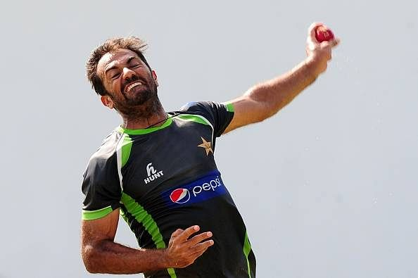 Video: Wahab Riaz bats with broken hand to save Pakistan