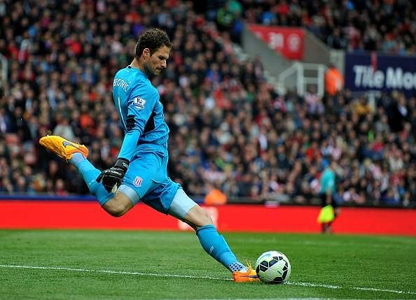 Rumour: Chelsea chase Stoke City goalkeeper Asmir Begovic to replace Petr Cech