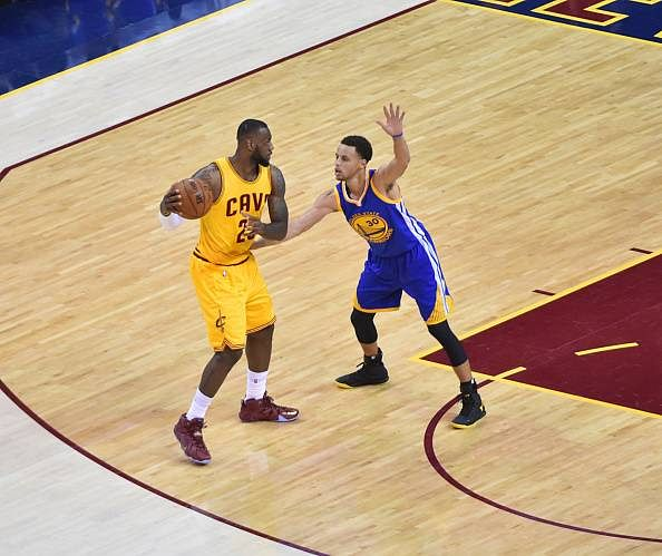Curry, Iguodala star as Golden State make it 2-2 in the 2015 NBA Finals