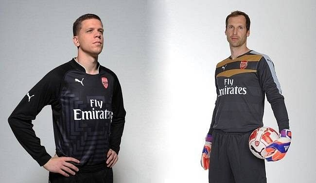 [Humour] Petr Cech instructs Wojciech Szczesny on the secrets of goalkeeping