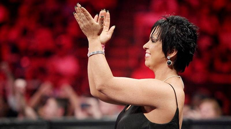 POWER 10 ! Vickie-guerrero-clapping-1434863534-800