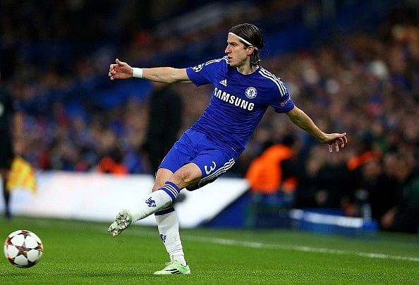Atletico Madrid re-sign left-back Filipe Luis from Chelsea
