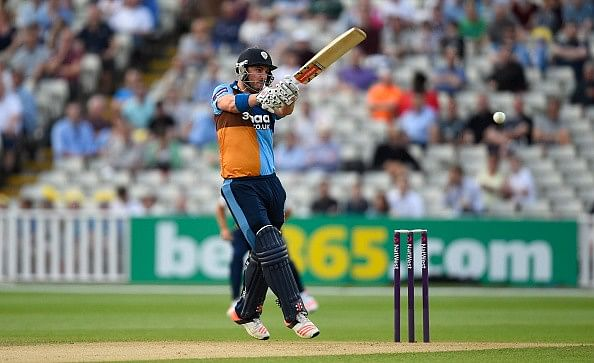 Gloucestershire chase down 68 runs from four overs to beat Derbyshire in the RLODC