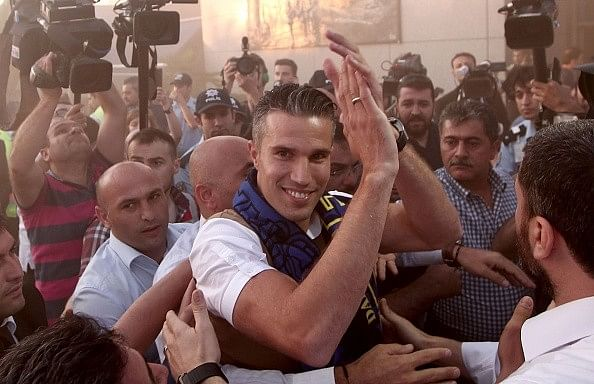 Fenerbahce completes the signing of Robin van Persie from Manchester United
