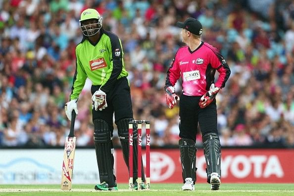 Video: Chris Gayle keeps on sledging Brad Haddin and eventually gets him out