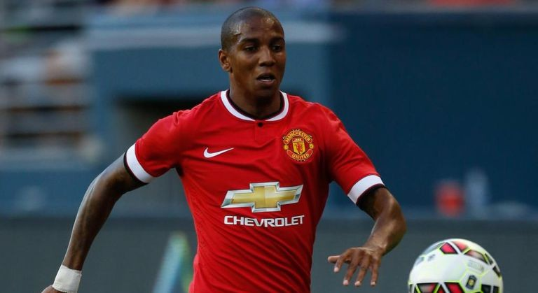 Reports: Ashley Young extends contract with Manchester United