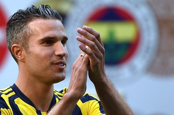 Fenerbahce pay for young Manchester United fan to meet Robin van Persie