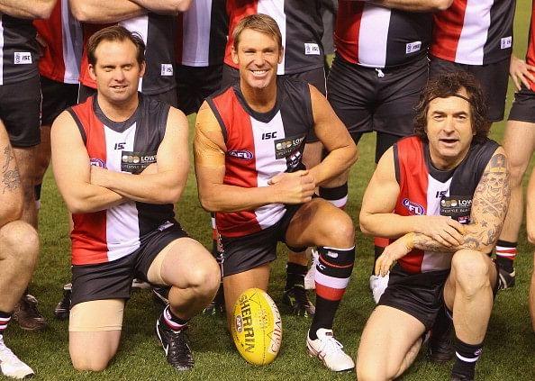 Video: Shane Warne plays Aussie rules football