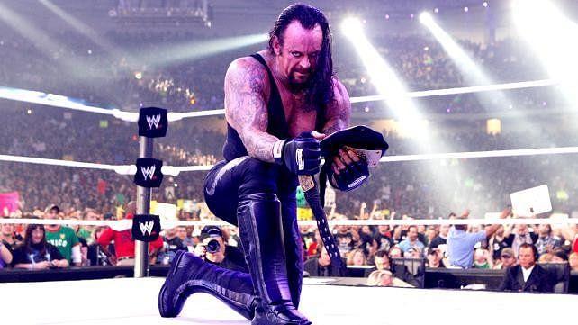 Top 10 chokeslams of the Undertaker