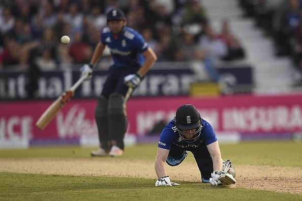 England win thrilling 4th ODI against Australia; Glenn Maxwell's boundary catch sets internet on fire