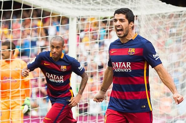 Luis Suarez's double helps Messi-less Barcelona to a 2-1 victory over Las Palmas