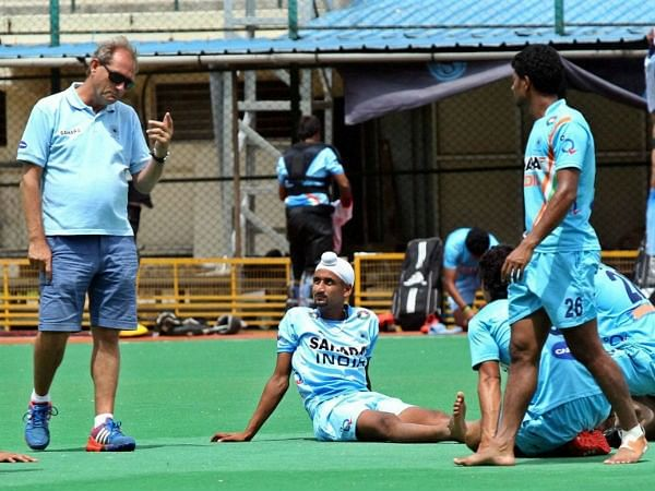 Indian hockey head coach Roelant Oltmans working on defensive structure