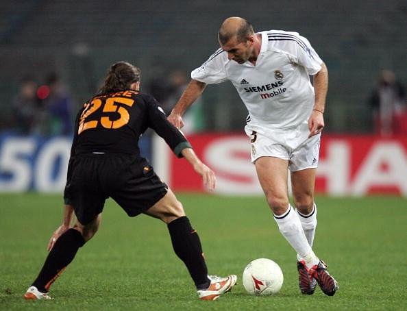 Zidane roulette soccer move