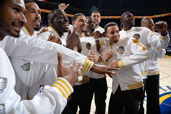 NBA Opening 2015-2016 Highlights: the ring ceremony, an upset and a rivalry game