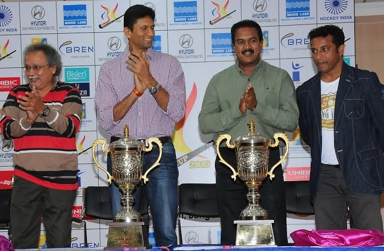 Famous Bengalureans join hands to unveil the Bengaluru Cup 2015 trophy