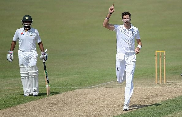 Foot injury rules Steven Finn out of England's first Test against Pakistan; Yasir Shah a doubt for Pakistan