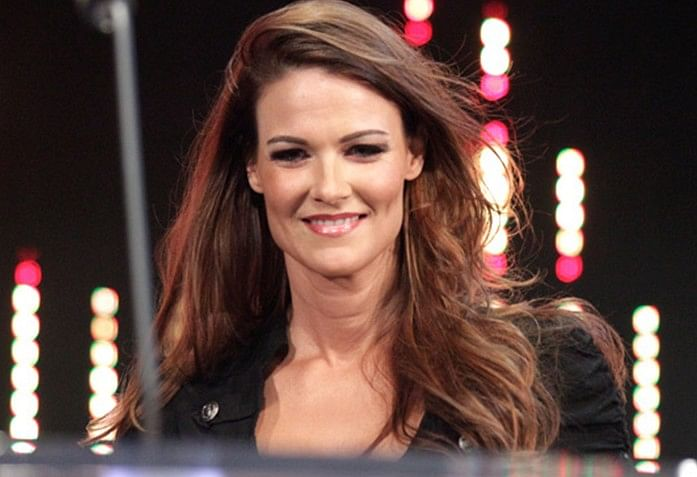Lita joins WWE full-time backstage, Austin shoots down another rumour, Banks - Bayley promo