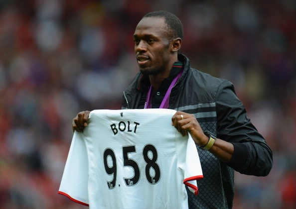 Video: Manchester United fan Usain Bolt forced to wear an Arsenal shirt after losing bet