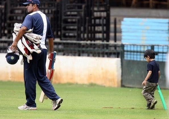 Rahul Dravid's sons follow AB de Villiers' technique