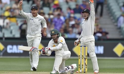 Controversial decision and batsmen's failure become the highlights of Day two at Adelaide