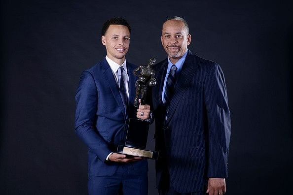 Stephen Curry passes father Dell Curry on NBA all-time career 3-pointers list