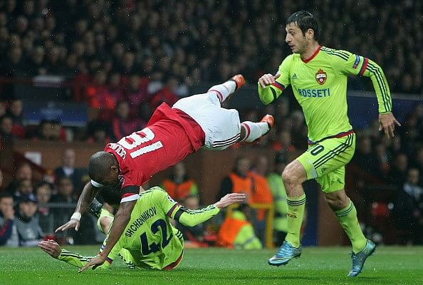Paul Scholes angered by Ashley Young's 'embarrassing dive'