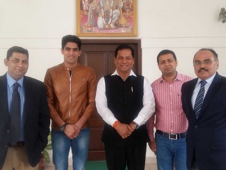 Vijender Singh visits sports minister Sarbananda Sonowal over dialogue about promoting pro boxing in India
