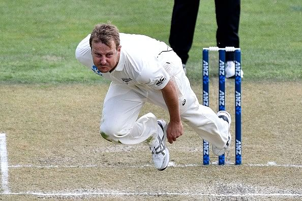 Flying bird assists Neil Wagner to touch 160kph