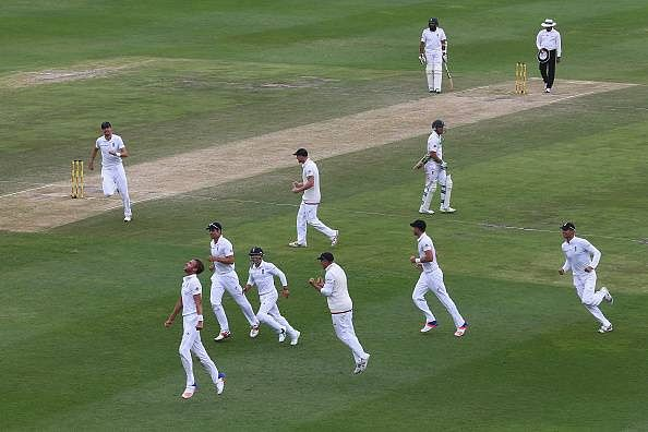 Stuart Broad strikes South Africa in the afternoon, England clinch series win with 7-wicket win